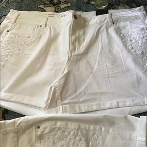 💖NWT Lane Bryant White embroideredFloral Short